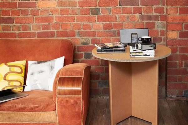 Kávéházi asztal kartonból